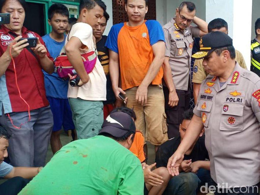 Tinjau Banjir di IKPN Jaksel, Kapolda Metro: Masih Ada Warga di Lantai 2