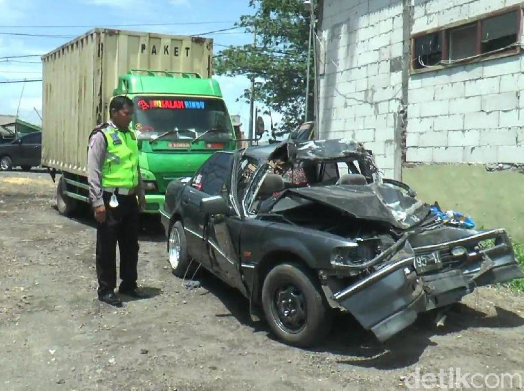 Begini Penampakan Sedan yang Kecelakaan Tewaskan Tiga Orang
