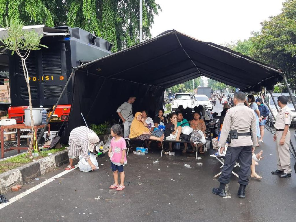 Anggap Banjir Hal Biasa, 35 Keluarga di Bekasi Timur Menolak Dievakuasi