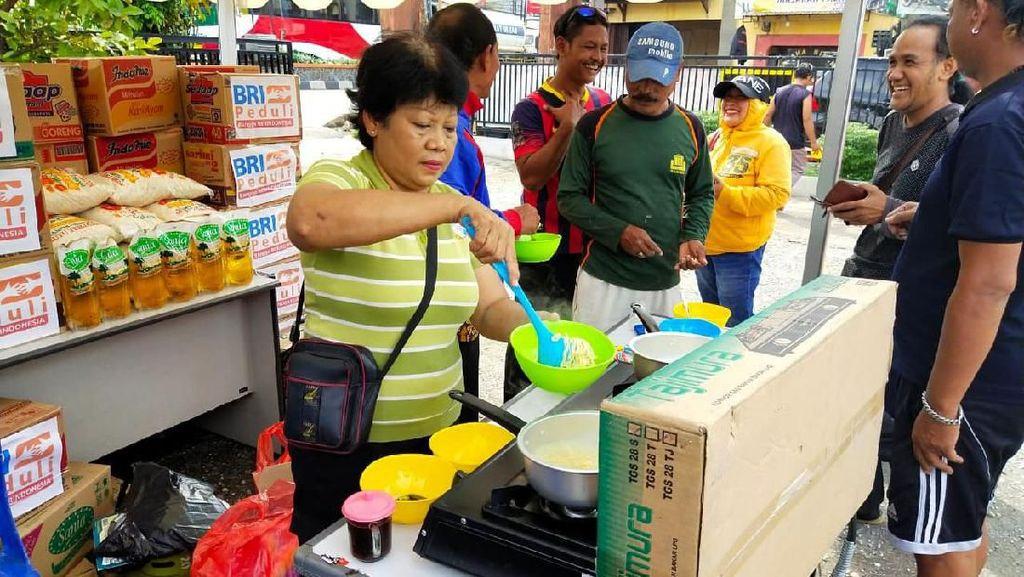 Bantuan Makanan Siap Saji untuk Korban Banjir Jakarta