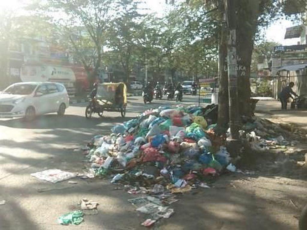 Banyak Tumpukan Sampah di Medan, Kadis: Kita Bersihkan Semuanya!