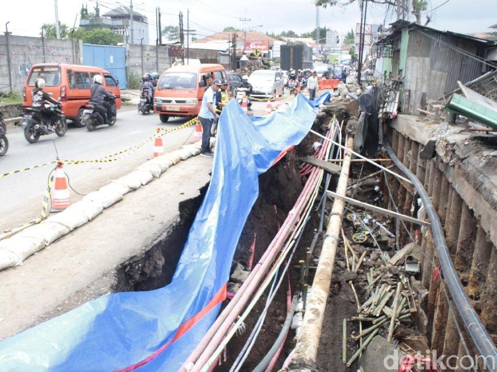 Bahaya! Jalan Nasional di Padalarang Ambles 25 Meter