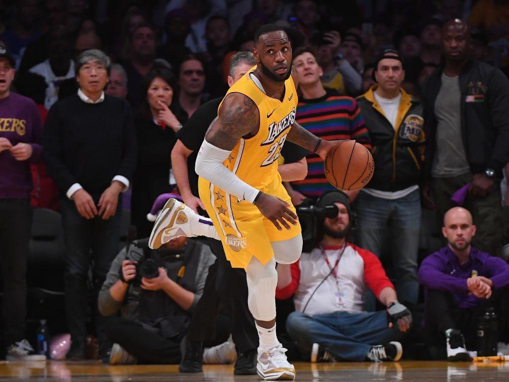 Hasil NBA: Triple Double LeBron James Antar Lakers Tundukkan Suns