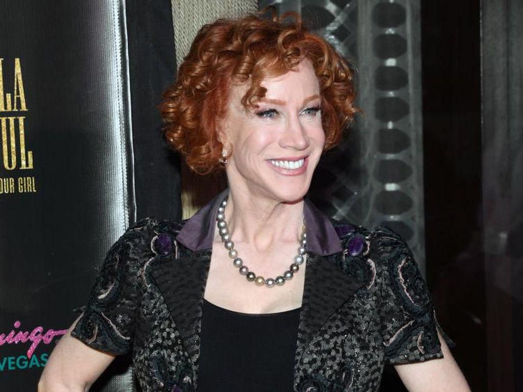 Komedian Kathy Griffin Menikah, Pakai Baju yang Sama saat Kencan Pertama