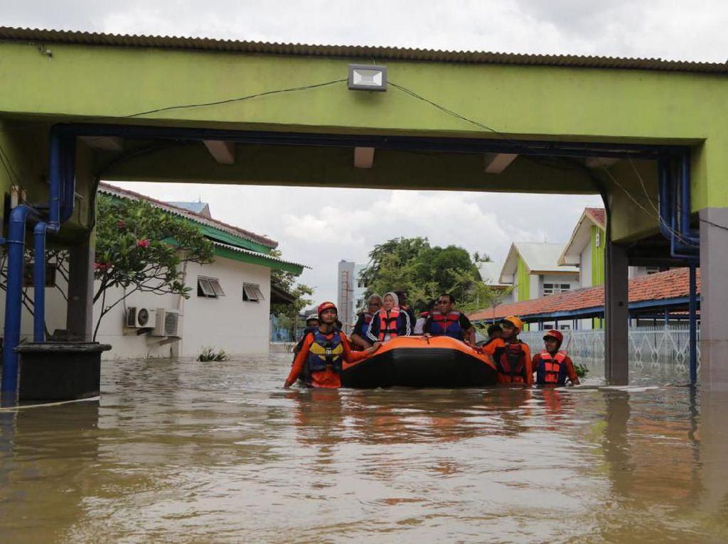Menaker Bantu Evakuasi 20 Korban Banjir Peserta Magang ke Jepang