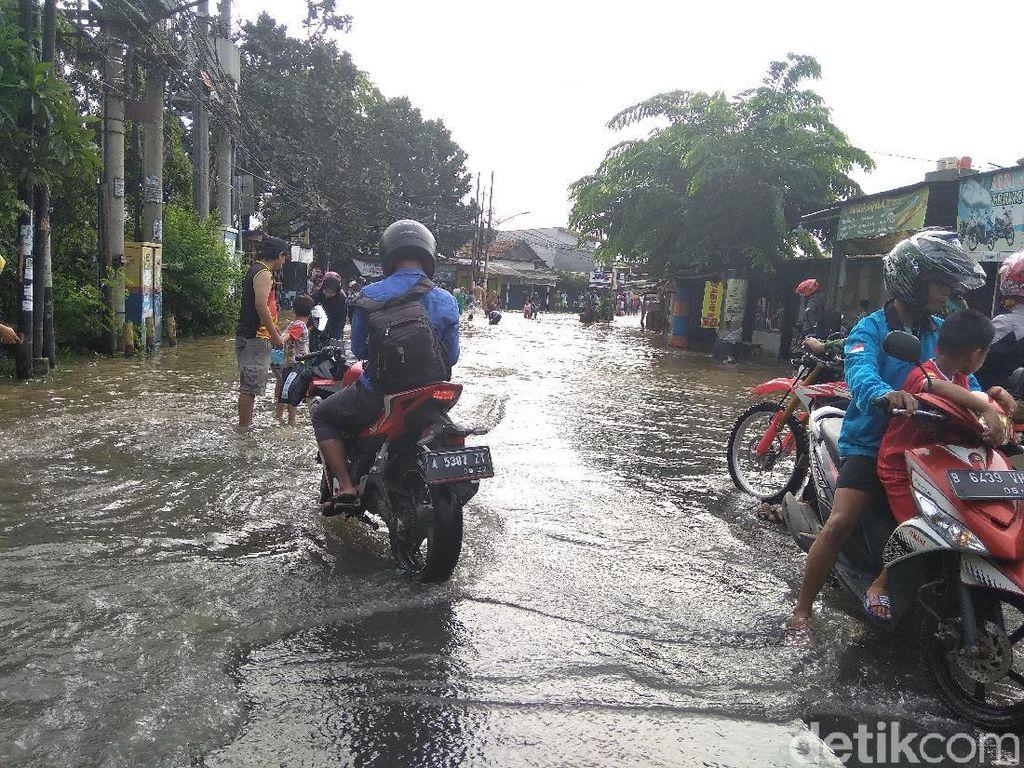 Jl H Mansyur Cipondoh Banjir, Sepeda Motor Tak Bisa Melintas