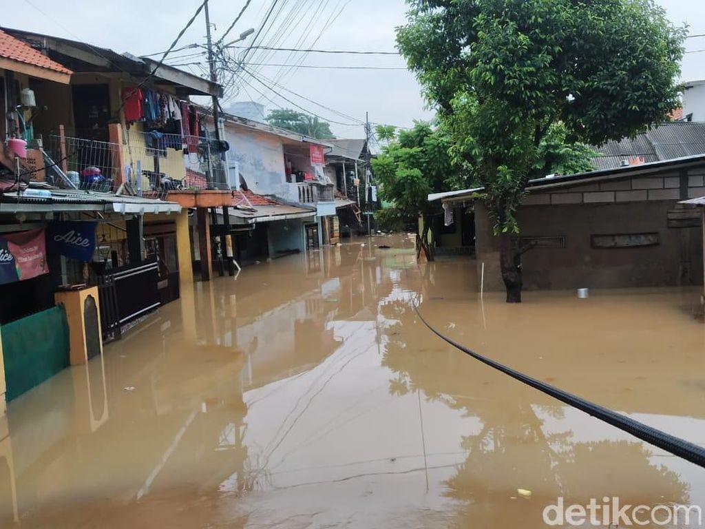 Rawajati Jaksel Masih Kebanjiran, Air Dilaporkan Naik Jadi 3,5 Meter