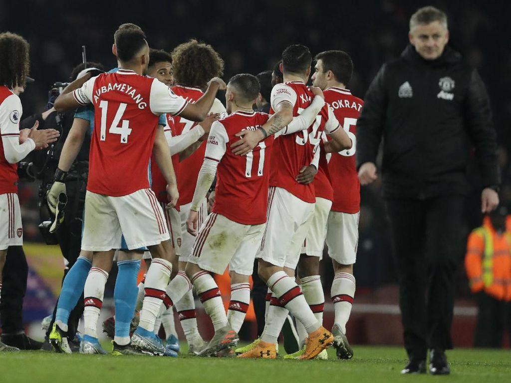 Nicolas Pepe dan Sokratis Permalukan MU di Emirates Stadium