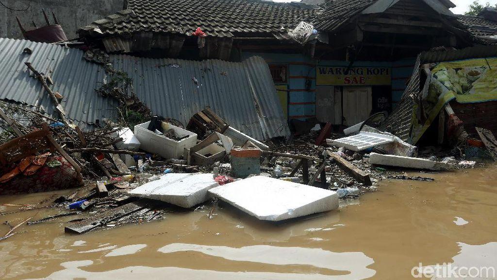 Dahsyatnya Banjir Bekasi Bikin Rumah Warga Rusak