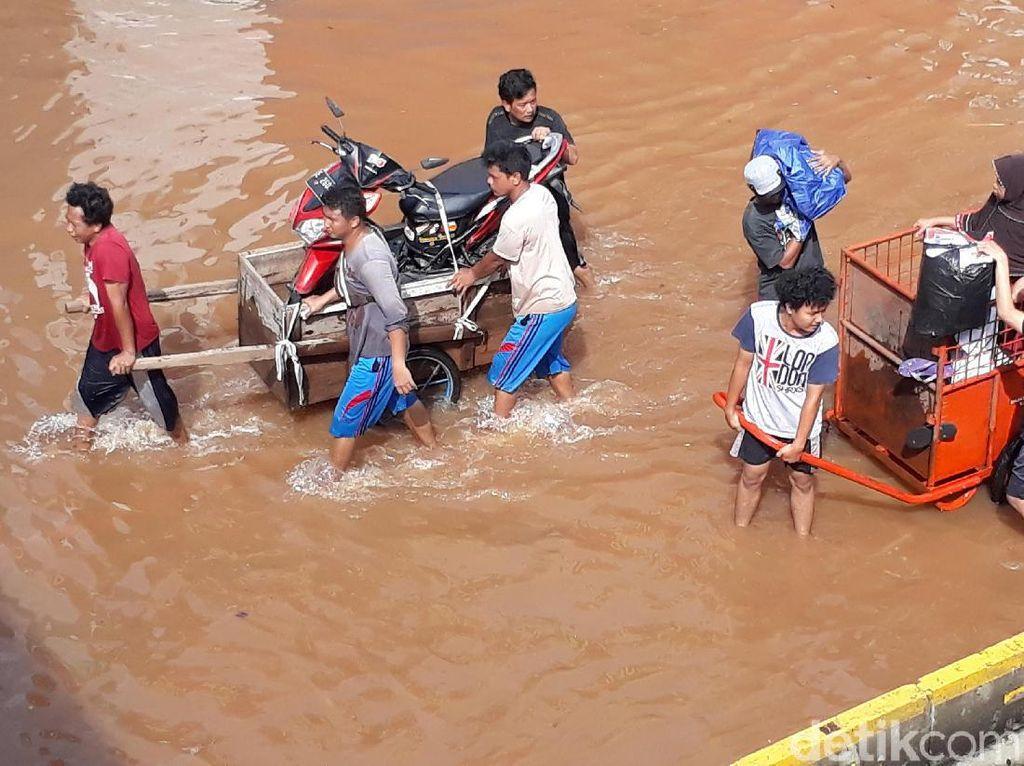 Begini Perbandingan Banjir Era Jokowi dan Anies