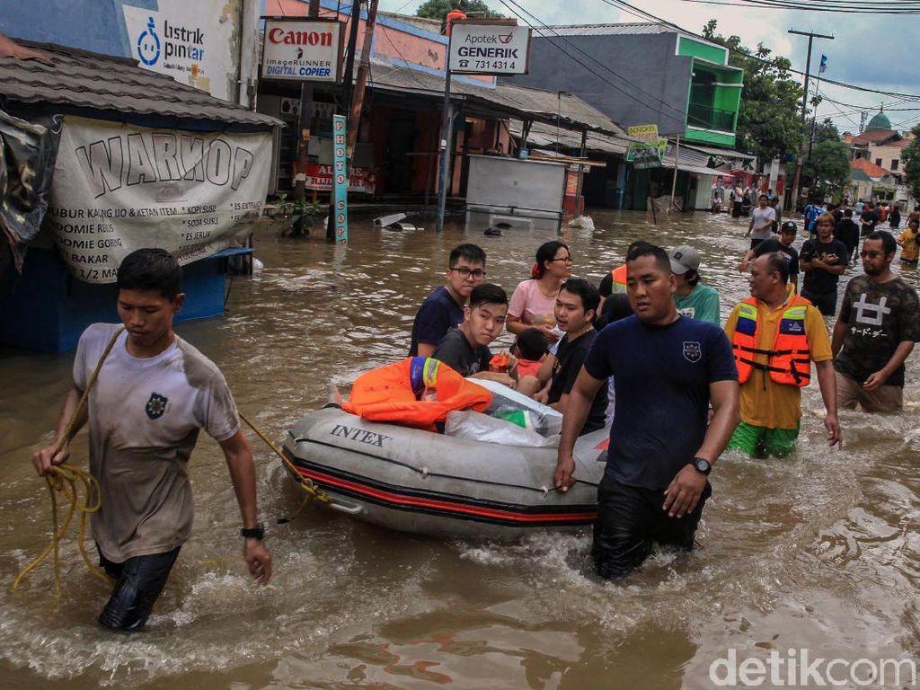 Meski Banjir, Menkes Pastikan Layanan di Puskesmas dan RS Siaga 24 Jam