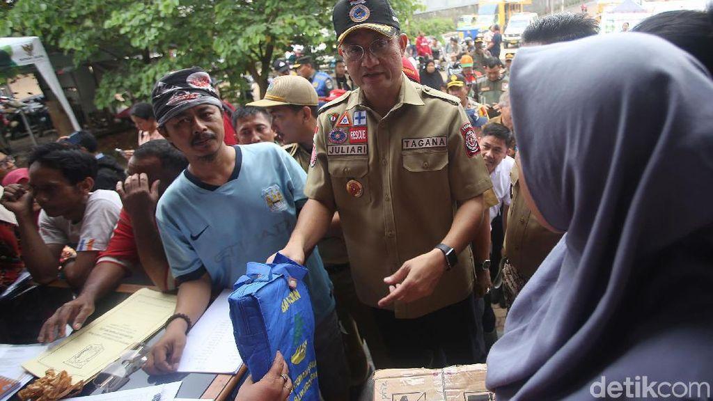 Mensos Cek Kondisi Korban Banjir di Cipinang Melayu