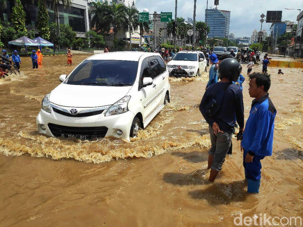 Setelah Diterjang Banjir, Oli Mesin Jangan Sampai Tercampur Air