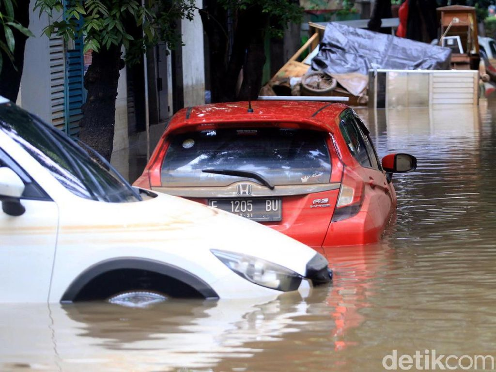 Suka Duka Penjualan Mobil Setelah Air Surut