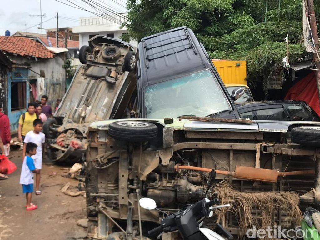 Cara Klaim Asuransi dan Waspadai Kerusakan Mobil Akibat Banjir