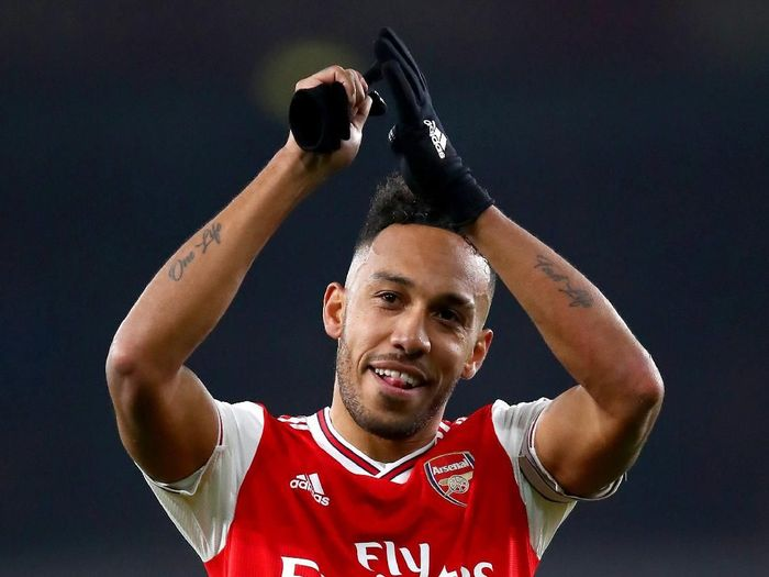 LONDON, ENGLAND - JANUARY 01: Pierre-Emerick Aubameyang of Arsenal acknowledges the fans after the Premier League match between Arsenal FC and Manchester United at Emirates Stadium on January 01, 2020 in London, United Kingdom. (Photo by Julian Finney/Getty Images)