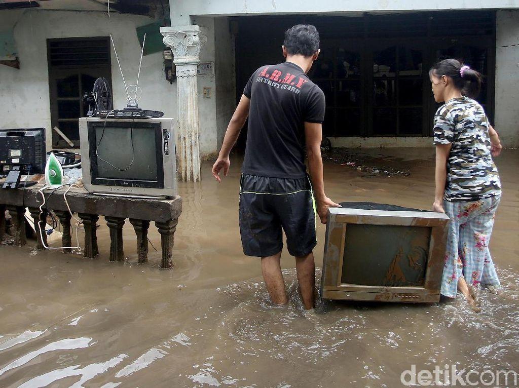 Catat! Ini Antisipasi Bahaya Listrik Saat Banjir