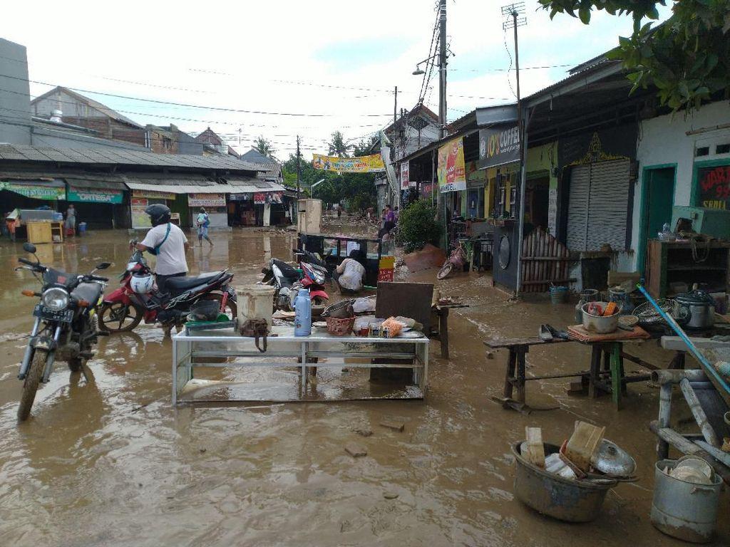 Banjir di Vila Nusa Indah Bogor Mulai Surut, Lumpur Penuhi Jalanan