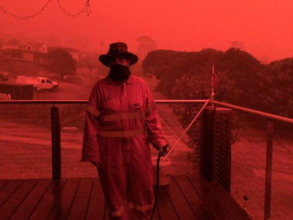 Ngeri! Langit Australia Jadi Merah Seperti Darah