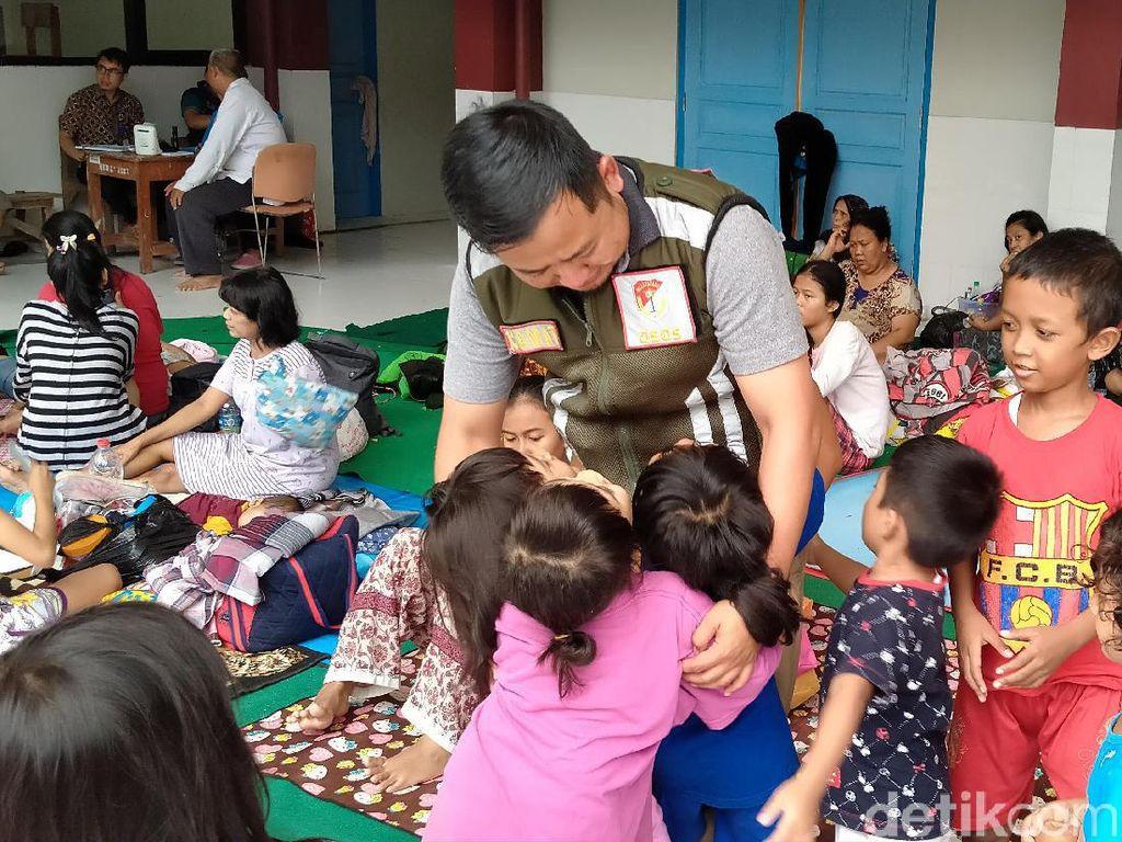 Anak-anak Korban Banjir di Pengungsian Kebon Manggis Jalani Psikoterapi