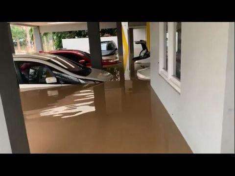 Foto Mobil-mobil Milik Parto yang Terendam Banjir di Garasi Rumah