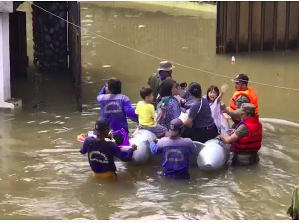 Putri Rian DMasiv Trauma dengan Banjir