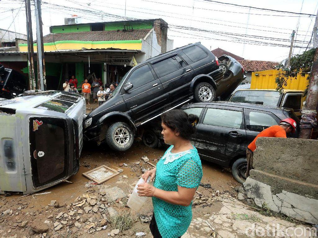 Arus Banjir Seret Banyak Mobil, Ini Hitung-hitungan Matematisnya