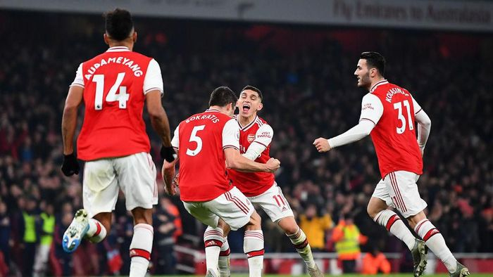 LONDON, ENGLAND - JANUARY 01: Sokratis Papastathopoulos of Arsenal celebrates with Lucas Torreira of Arsenal after scoring his teams second goal during the Premier League match between Arsenal FC and Manchester United at Emirates Stadium on January 01, 2020 in London, United Kingdom. (Photo by Clive Mason/Getty Images)