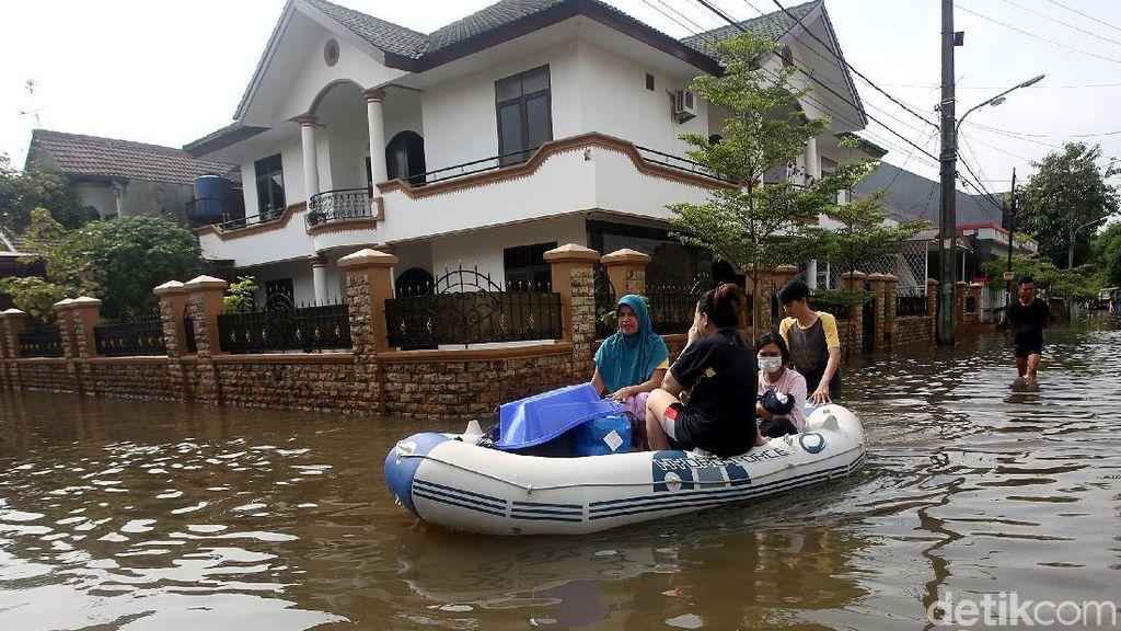 Banjir Rendam Kawasan Bintara Bekasi