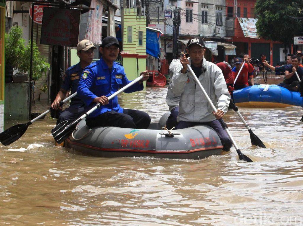 Gara-gara Banjir, Air Masuk Basement hingga Restoran Hotel