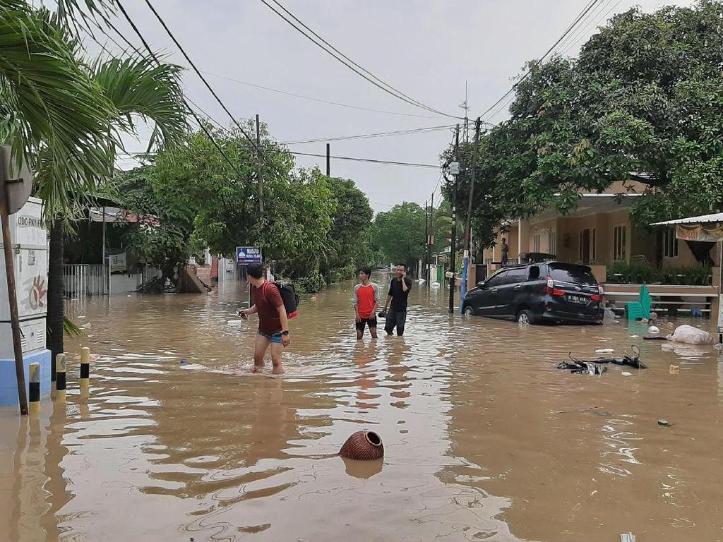 Daftar Titik yang Masih Tergenang Banjir di Jabodetabek Pagi Ini