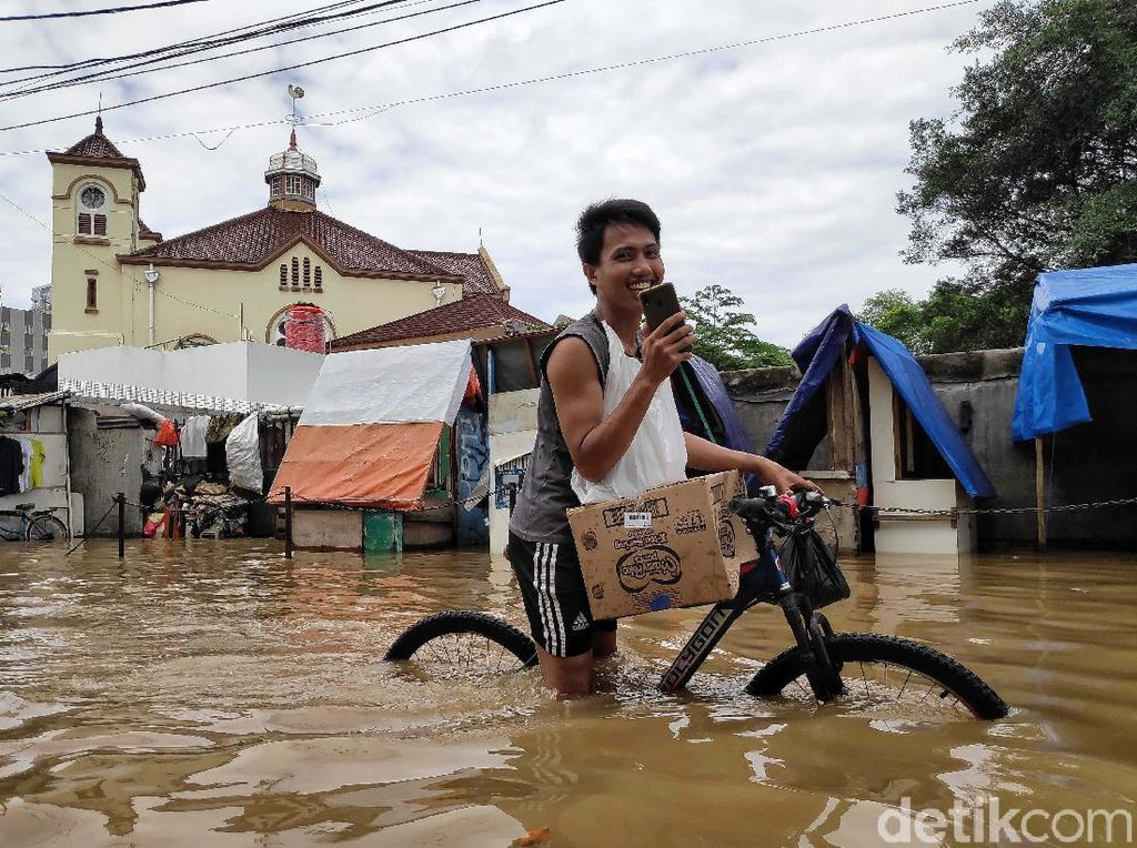 Terendam Banjir, Ini Risikonya Bila Sepeda Tak Segera Dicuci