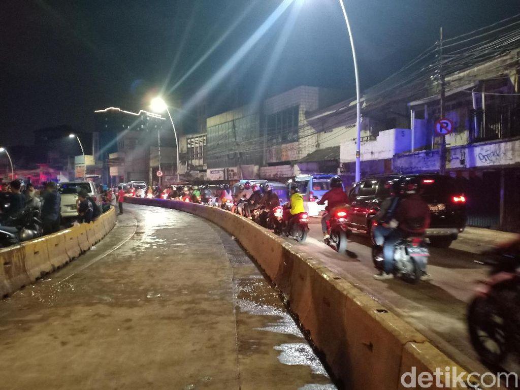 Sempat Ditutup, Jalan Jatinegara Barat Jaktim Sudah Bisa Dilalui Kendaraan