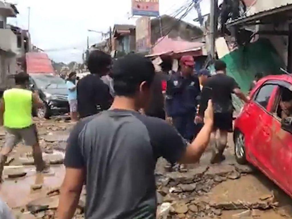 Cerita Pemilik Honda Brio, Mobil Ringsek Terseret Banjir di Bekasi