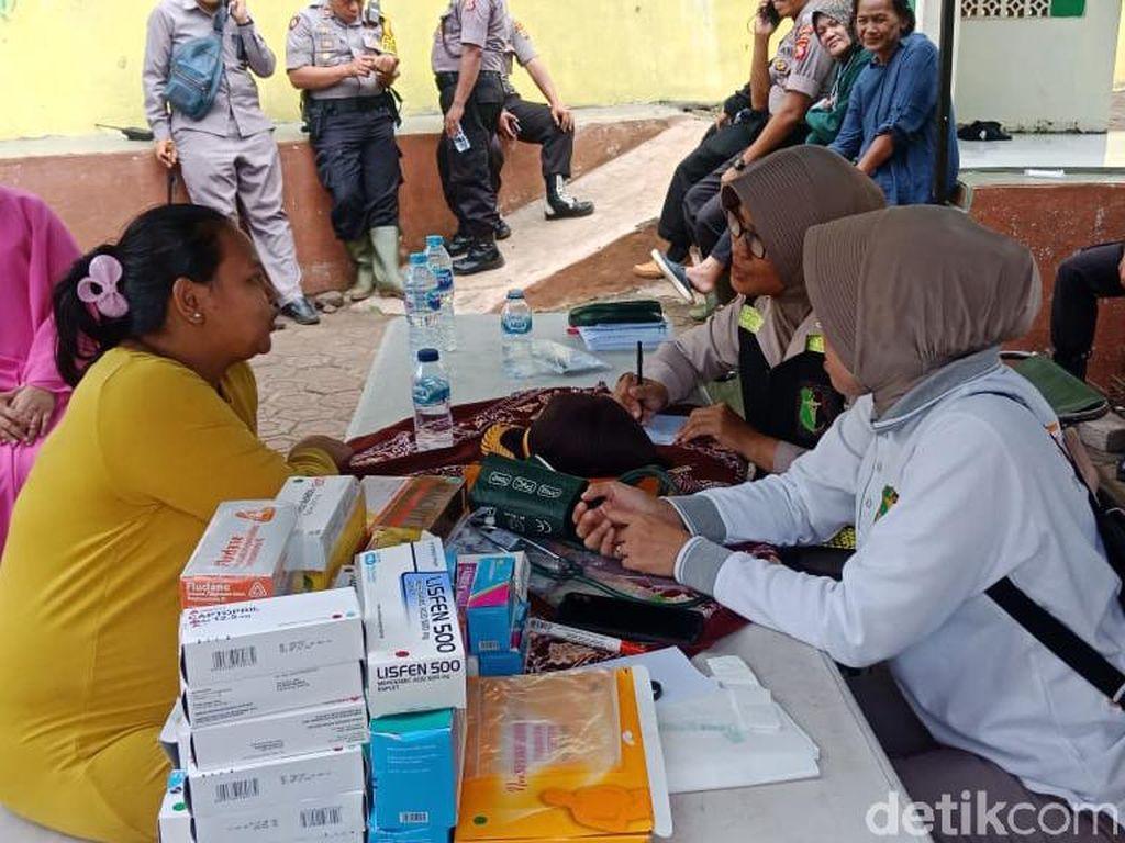 Pengungsi Terdampak Banjir Padalarang Mulai Terserang Penyakit