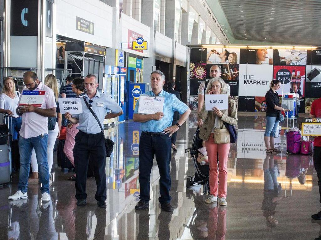 Bandara Ini Larang Jemput Orang Sambil Angkat-angkat Kertas