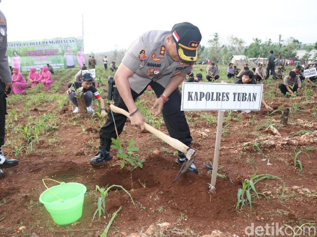 Tanam 1.500 Pohon, Warga dan Polisi Tuban Sedekah ke Bumi Wali