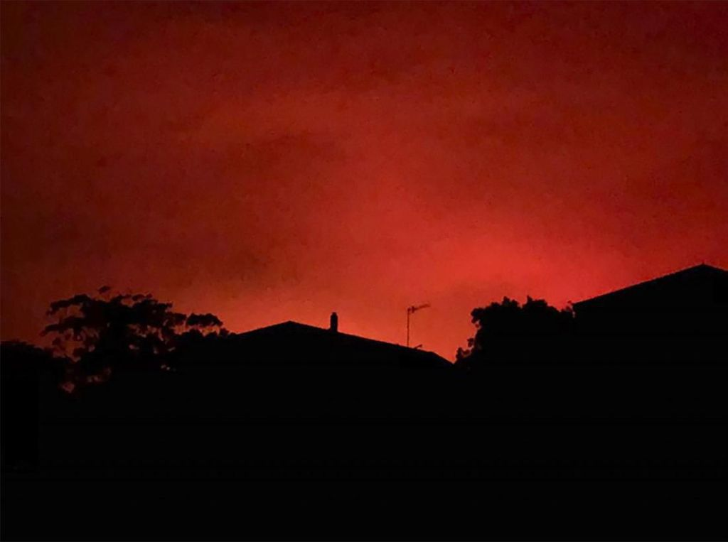 Fenomena Langit Merah Darah di Australia