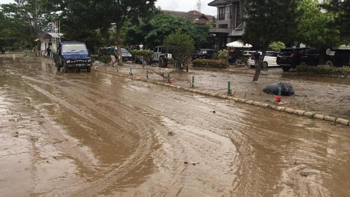 warga-kemang-pratama-usai-banjir-2-meter-seperti-habis-kena-tsunami