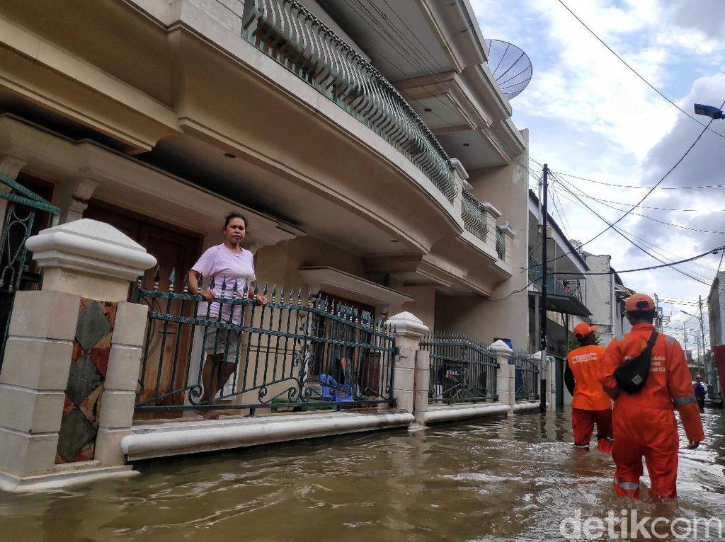 Cerita Tim Medis di Jaksel Tangani Korban Banjir yang Kesurupan