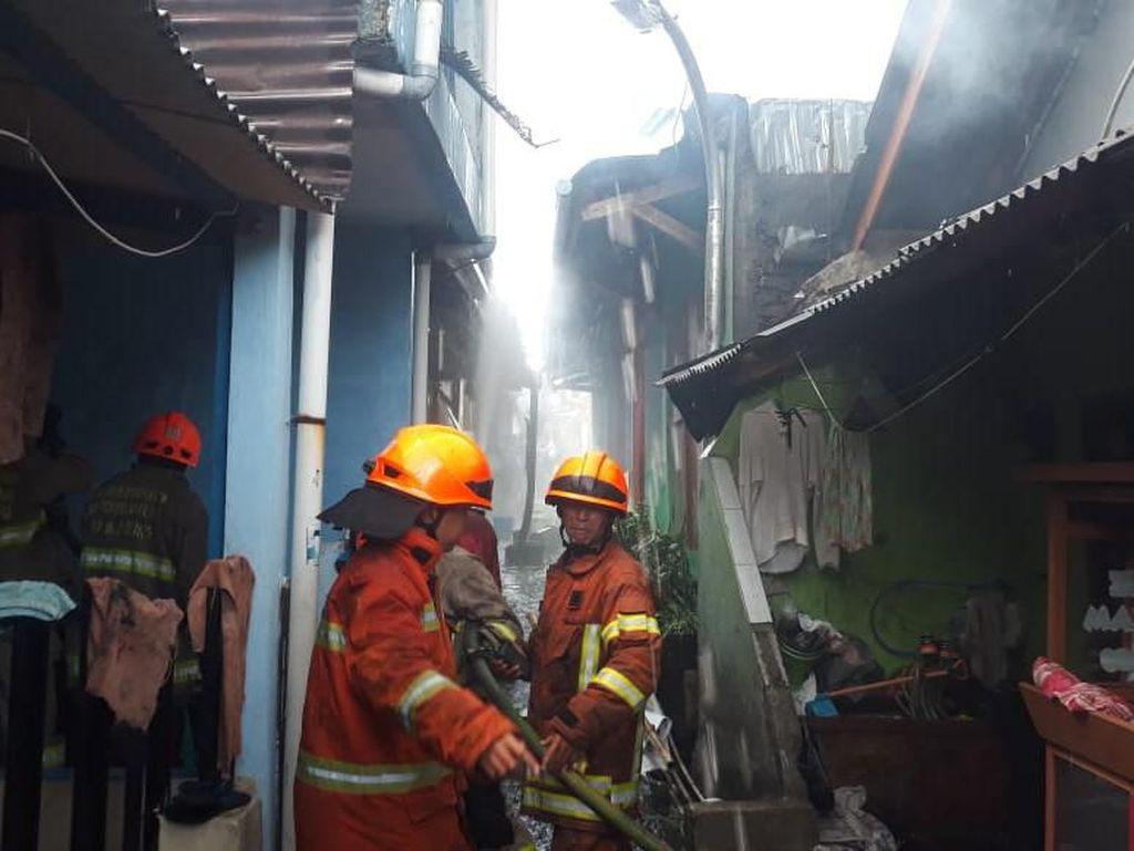 Lima Rumah di Cicadas Bandung Terbakar