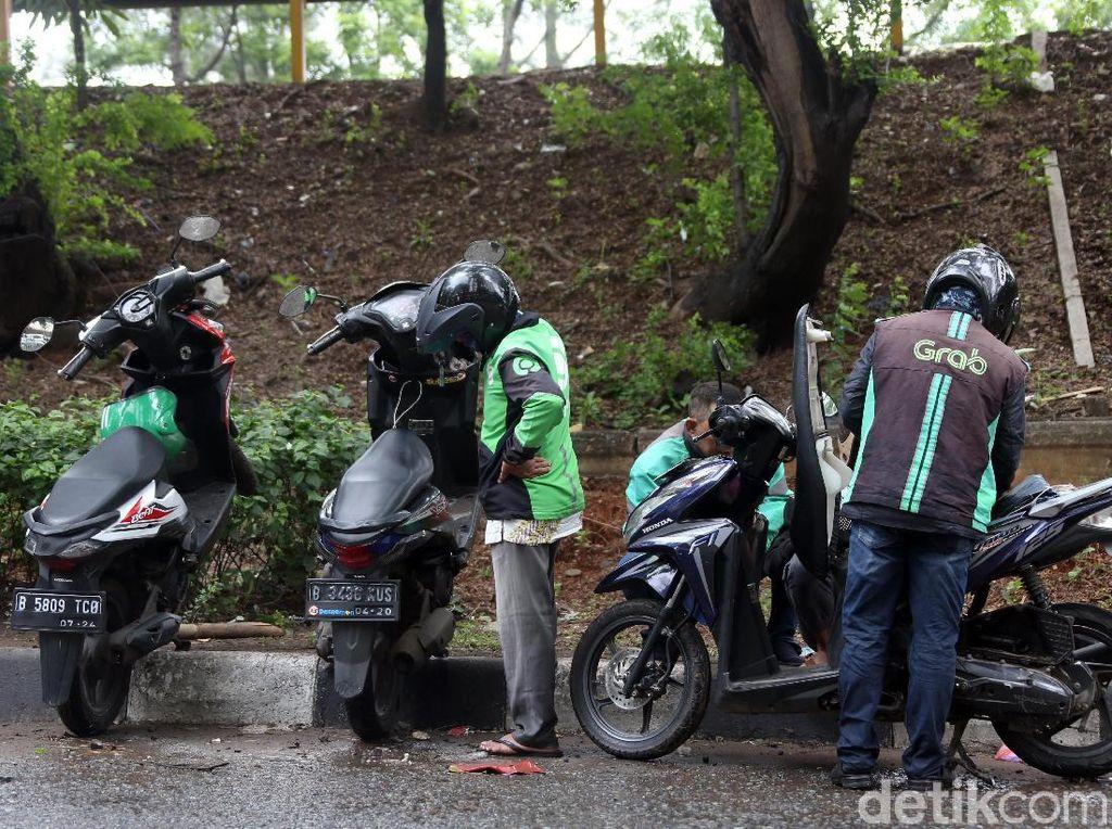 Tips Aman Menerobos Banjir buat Pengguna Motor Matic