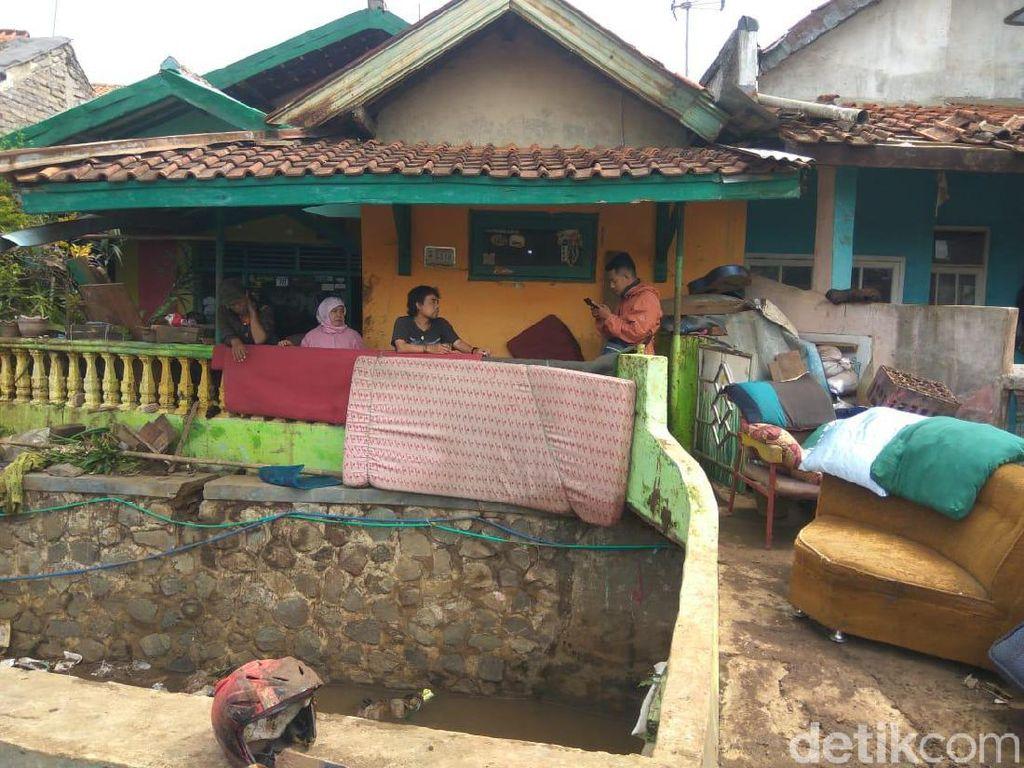 Warga Padalarang Masih Dihantaui Banjir Bandang Susulan