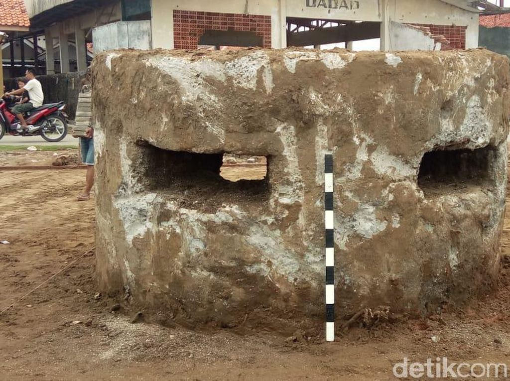 Air Laut Surut, Muncul Benteng Kolonial di Pantai Dadap Indramayu