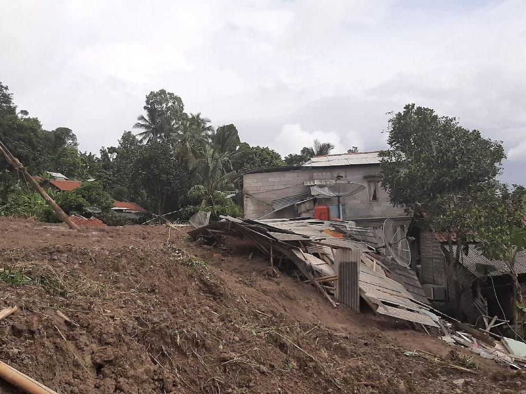 Puluhan Rumah di Sukajaya Bogor Rusak Diterjang Tanah Longsor