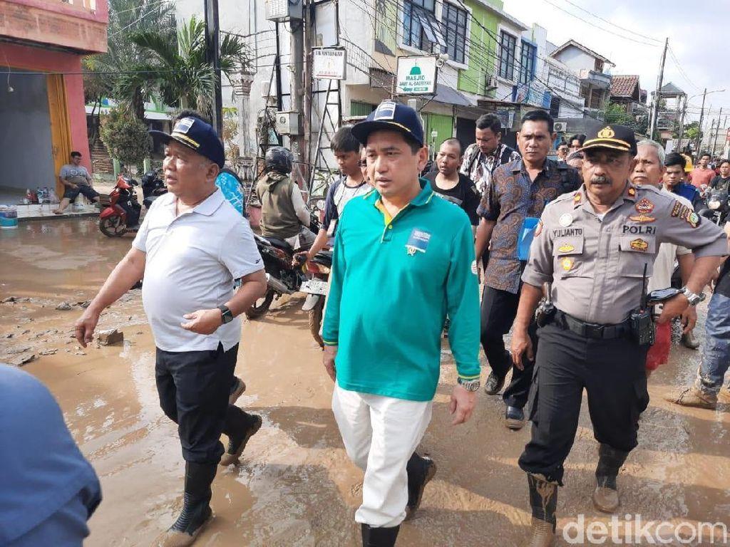 Datangi Lokasi Banjir di Pondok Gede Permai, Mendag: Ini Luar Biasa