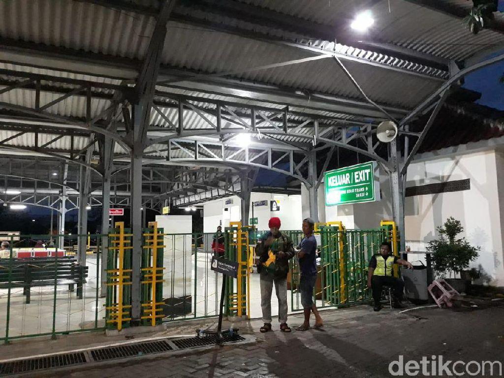 Papan Salah Tulis Departure, Kedatangan di Stasiun Solo Dicopot