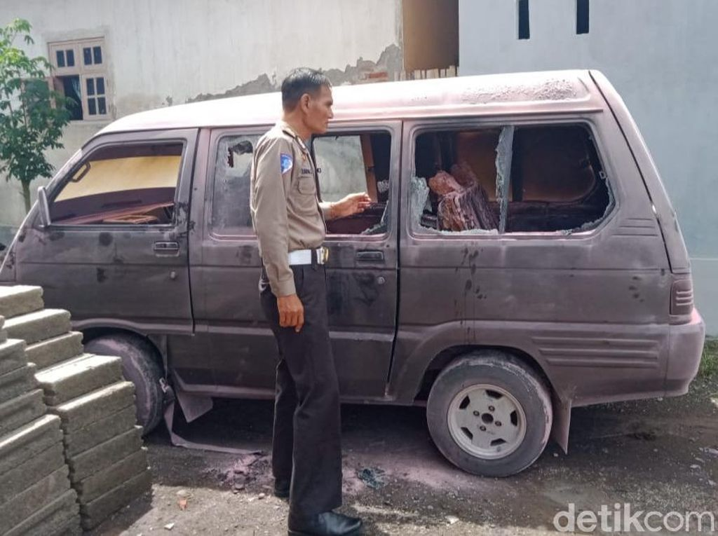 Sebuah Mobil Pengangkut BBM Terbakar di SPBU Banyuwangi, 2 Orang Luka