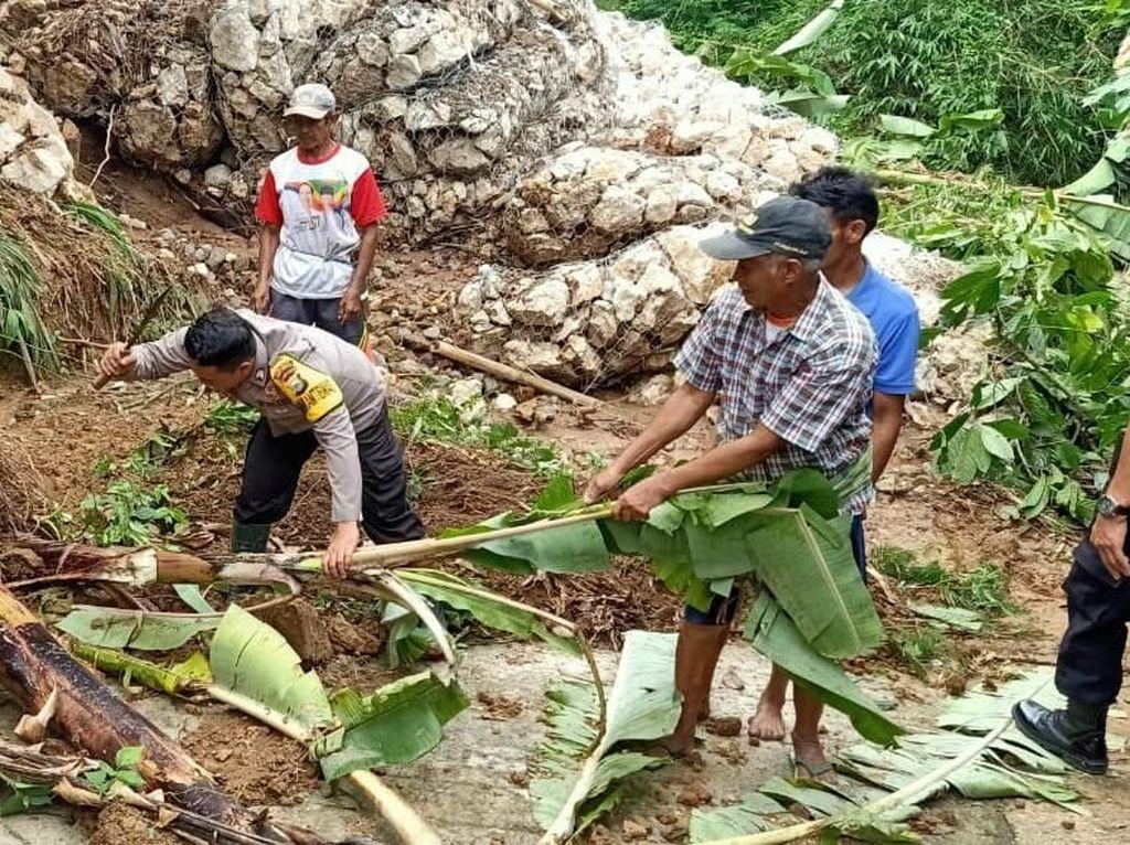 Akses Jalan Tana Toraja-Mamasa Terputus Akibat Longsor