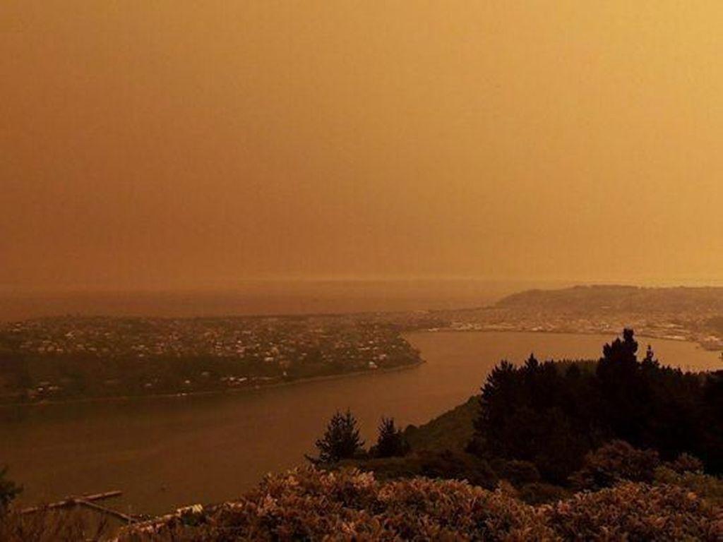 Langit Merah Darah di Australia, Kuning Keruh di Selandia Baru